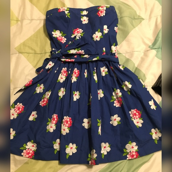 Abercrombie & Fitch Dresses & Skirts - Strapless blue floral dress